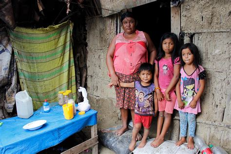 Mothers and their courage in the midst of flooding in Peru