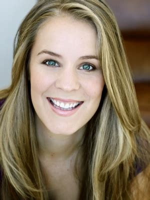 Voice Over Talent - English (United States) - Lauren