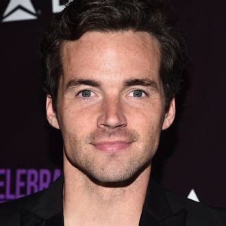 Ian Harding Shares His Ideal Ending for PLL, Proves He