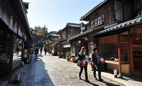 Real Kyoto Back Street Guided Cycling Tour | IACE TRAVEL